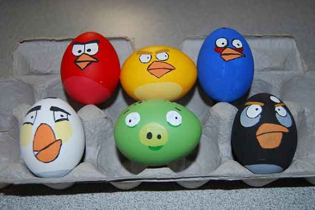 angry birds game easter egg pigs red blue yello black Geeky Easter Egg decorations   Angry Birds, zombies...