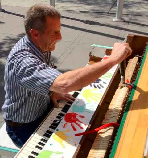 los angeles play me im yours music piano tuner Play Me, Im Yours   thirty pianos across the city for anyone to play