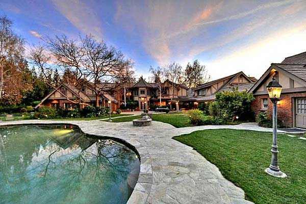 britney spears equestrian zone hidden hills home Hollywood homes for sale   Ashton Kutcher, Harrison Ford, Meg Ryan, Ben Stiller (+7 more)