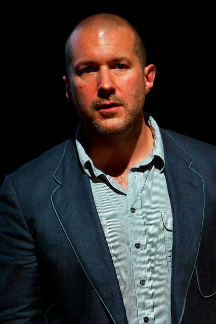 jonathan ive designer suit body shot sir apple Sir Jonathan Ive   Apples chief designer is knighted