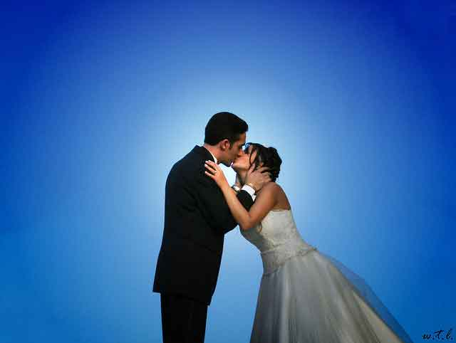 blue background getting married marriage kiss Times are changing   women afraid to get married, men more open to it