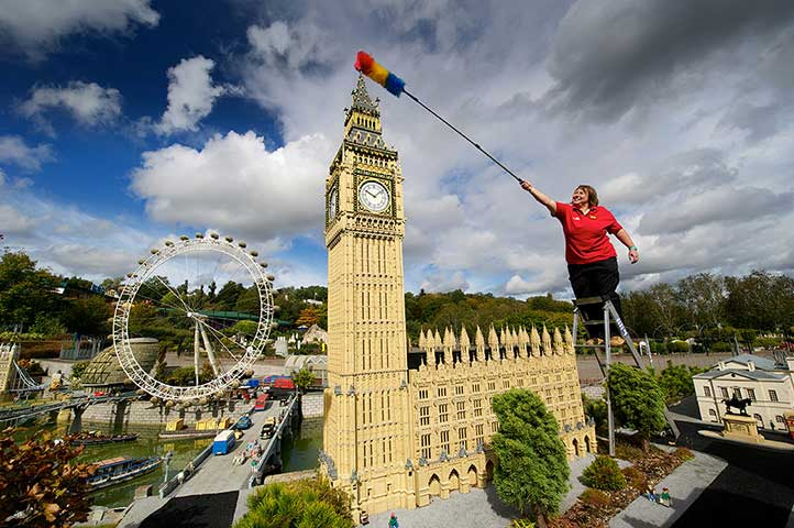 legoland windsor dusting house of parliament Legoland shuts down for day   time for some cleaning (in pictures)