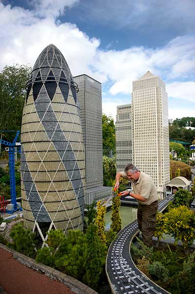 legoland windsor trimming the hedges gherkin building model Legoland shuts down for day   time for some cleaning (in pictures)