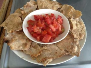 homemade tortilla chips whole wheat tomatoes chip dip 300x225 homemade tortilla chips whole wheat tomatoes chip dip